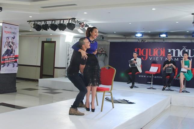Thí sinh Next Top Model bế thốc Thanh Hằng trên sân khấu ảnh 6