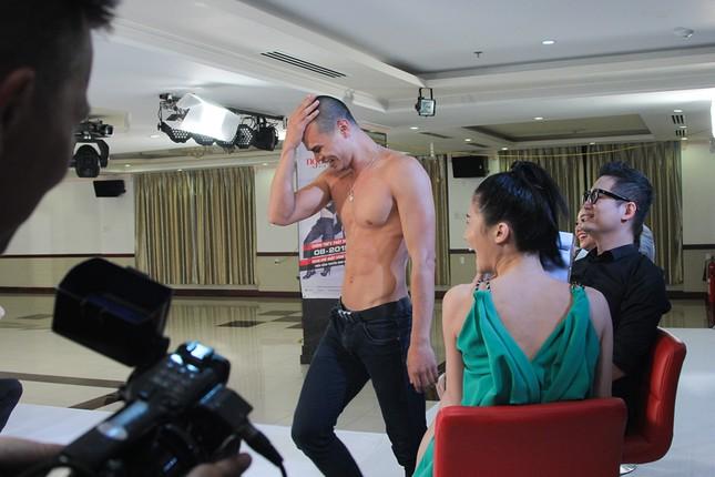 Thí sinh Next Top Model bế thốc Thanh Hằng trên sân khấu ảnh 11