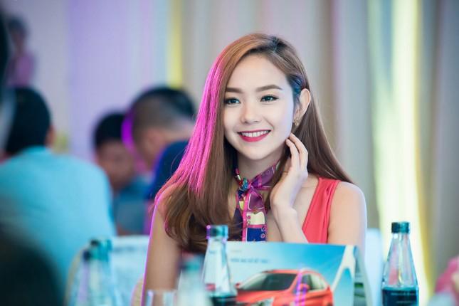 Minh Hằng khoe khéo vòng một sexy với váy hồng rực ảnh 10