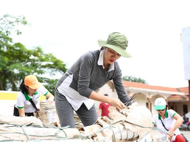 Trang Trần mang bầu 6 tháng vẫn đi làm từ thiện ảnh 10