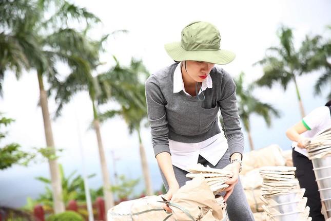 Trang Trần mang bầu 6 tháng vẫn đi làm từ thiện ảnh 9