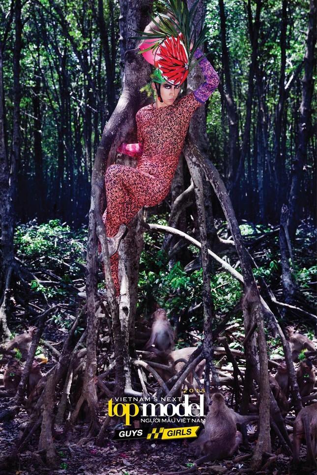Thí sinh Next Top Model sợ hãi khi chụp ảnh với khỉ ảnh 14