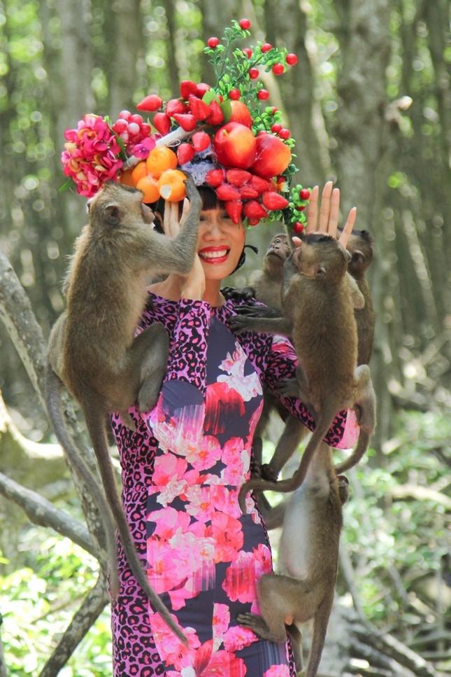 Thí sinh Next Top Model sợ hãi khi chụp ảnh với khỉ ảnh 3