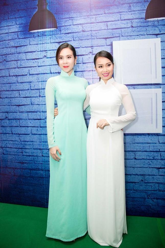 Lưu Hương Giang, Cẩm Ly khoe dáng e ấp với áo dài ảnh 9