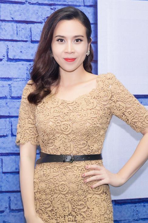 Lưu Hương Giang, Cẩm Ly khoe dáng e ấp với áo dài ảnh 2