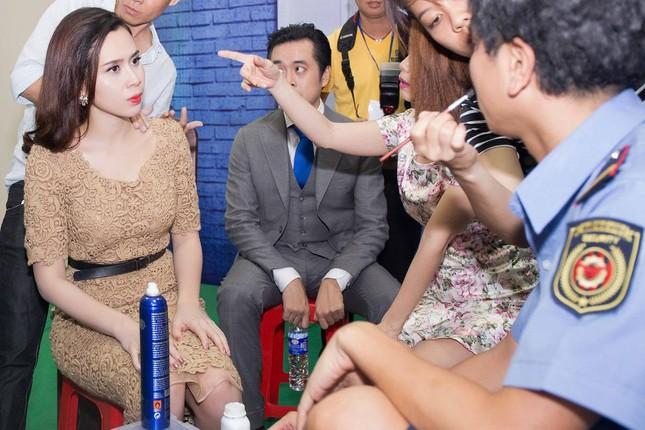 Lưu Hương Giang, Cẩm Ly khoe dáng e ấp với áo dài ảnh 3
