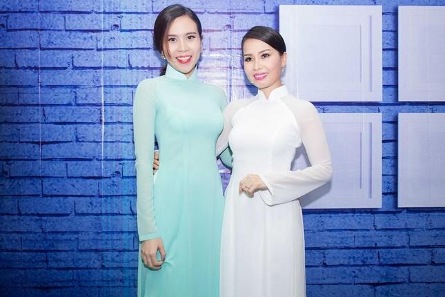Lưu Hương Giang, Cẩm Ly khoe dáng e ấp với áo dài ảnh 10