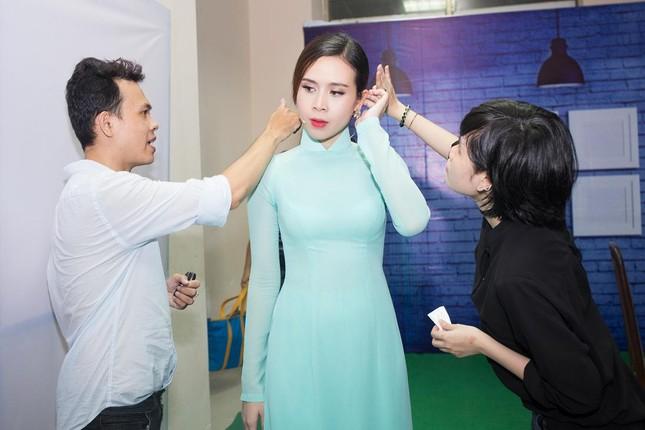 Lưu Hương Giang, Cẩm Ly khoe dáng e ấp với áo dài ảnh 6
