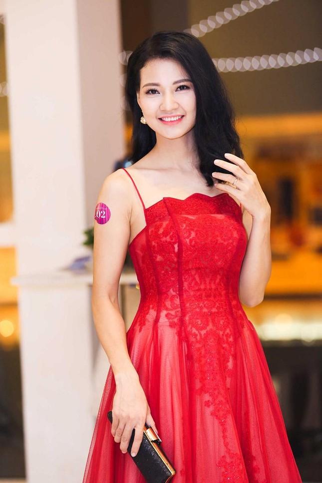 Trần Thị Quỳnh khoe vai trần quyến rũ bên Mai Thu Huyền ảnh 2