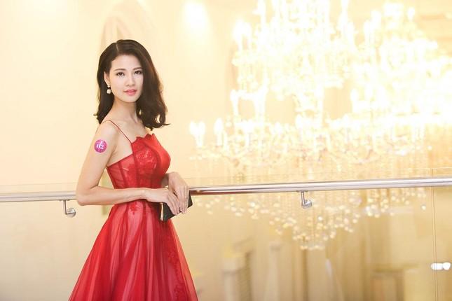 Trần Thị Quỳnh khoe vai trần quyến rũ bên Mai Thu Huyền ảnh 4