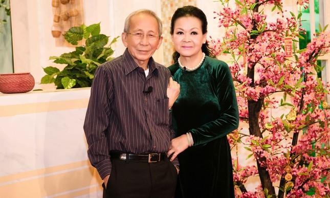Khánh Ly hội ngộ Nguyễn Ánh 9 khi ghi hình chương trình Tết ảnh 1