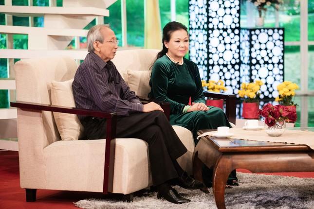 Khánh Ly hội ngộ Nguyễn Ánh 9 khi ghi hình chương trình Tết ảnh 9