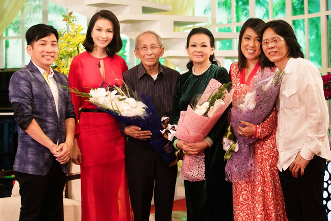 Khánh Ly hội ngộ Nguyễn Ánh 9 khi ghi hình chương trình Tết ảnh 3