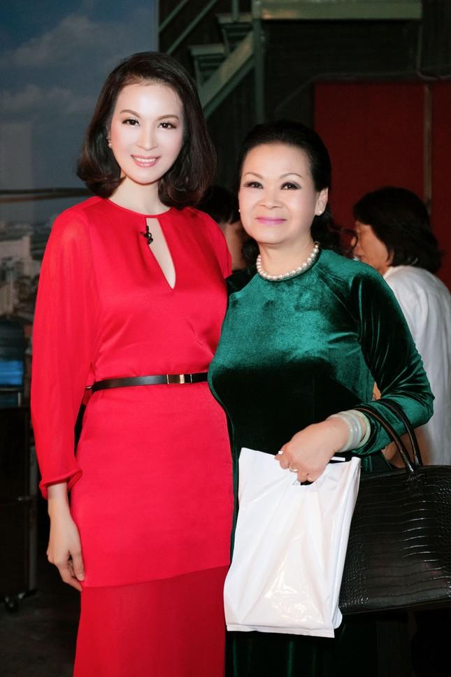 Khánh Ly hội ngộ Nguyễn Ánh 9 khi ghi hình chương trình Tết ảnh 8