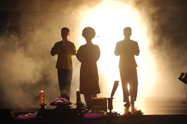 Vở diễn 'Tứ Phủ' tái hiện nghi lễ Hầu Đồng nguyên bản ảnh 2