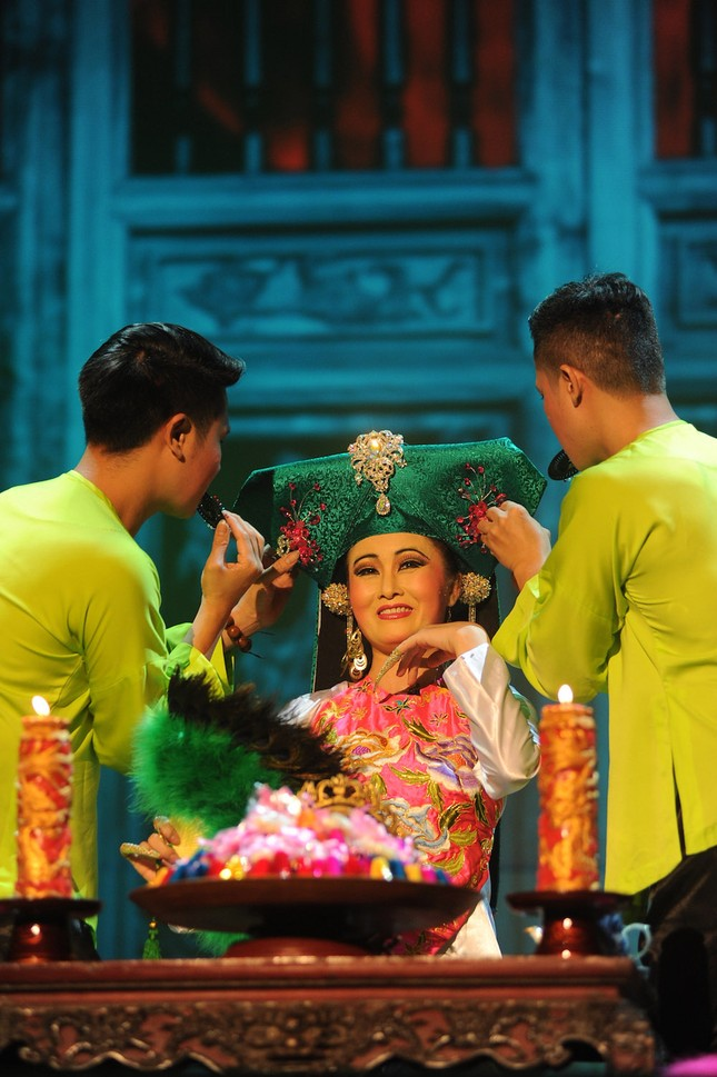 Vở diễn 'Tứ Phủ' tái hiện nghi lễ Hầu Đồng nguyên bản ảnh 5
