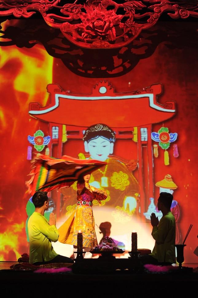 Vở diễn 'Tứ Phủ' tái hiện nghi lễ Hầu Đồng nguyên bản ảnh 9