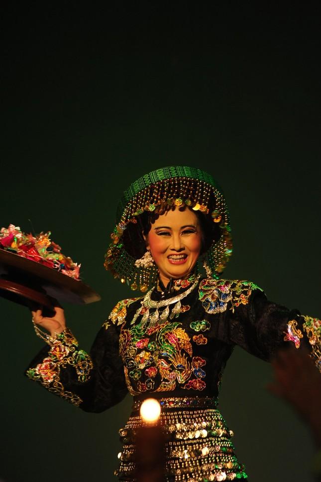 Vở diễn 'Tứ Phủ' tái hiện nghi lễ Hầu Đồng nguyên bản ảnh 11
