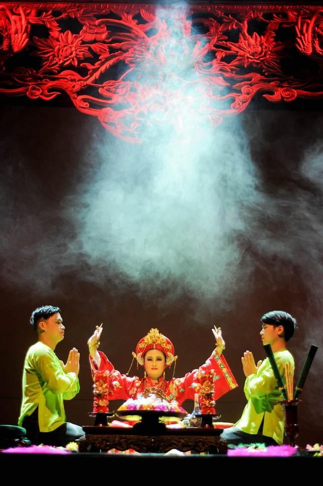 Vở diễn 'Tứ Phủ' tái hiện nghi lễ Hầu Đồng nguyên bản ảnh 3