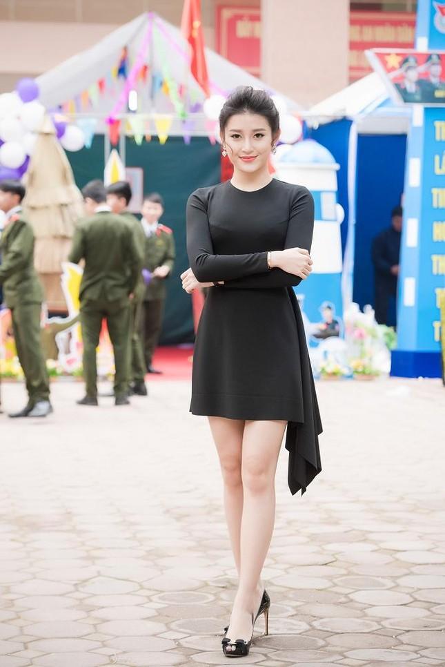Á hậu Huyền My quyến rũ với váy 2 triệu đồng ảnh 2