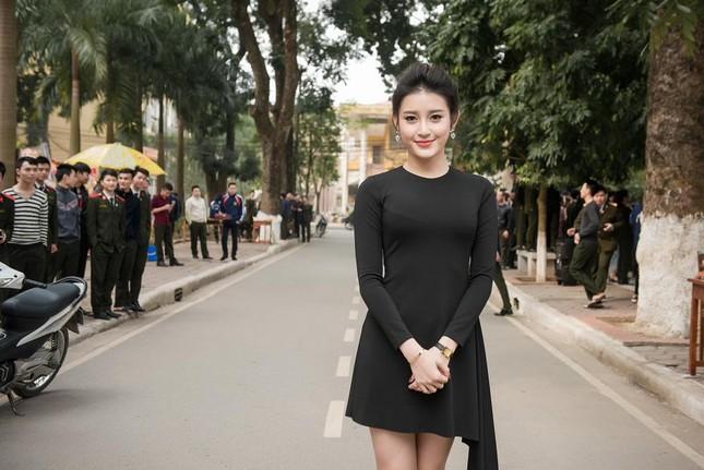 Á hậu Huyền My quyến rũ với váy 2 triệu đồng ảnh 4