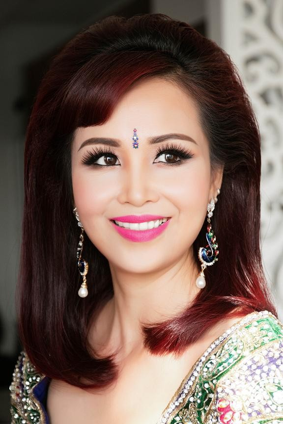 Hoa hậu Diệu Hoa mặc váy Ấn Độ đi dự tiệc cùng chồng ảnh 3