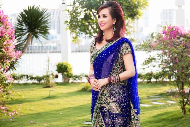 Hoa hậu Diệu Hoa mặc váy Ấn Độ đi dự tiệc cùng chồng ảnh 2