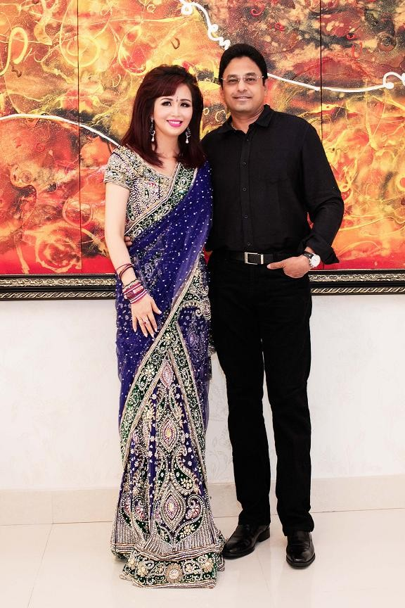 Hoa hậu Diệu Hoa mặc váy Ấn Độ đi dự tiệc cùng chồng ảnh 5