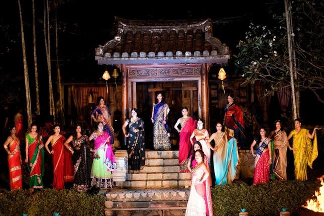 Hoa hậu Diệu Hoa mặc váy Ấn Độ đi dự tiệc cùng chồng ảnh 10