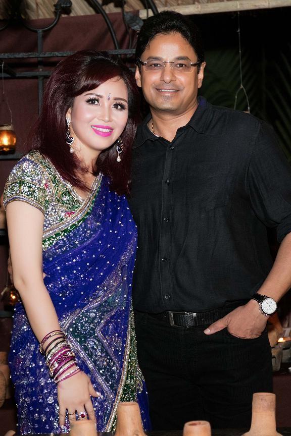 Hoa hậu Diệu Hoa mặc váy Ấn Độ đi dự tiệc cùng chồng ảnh 4