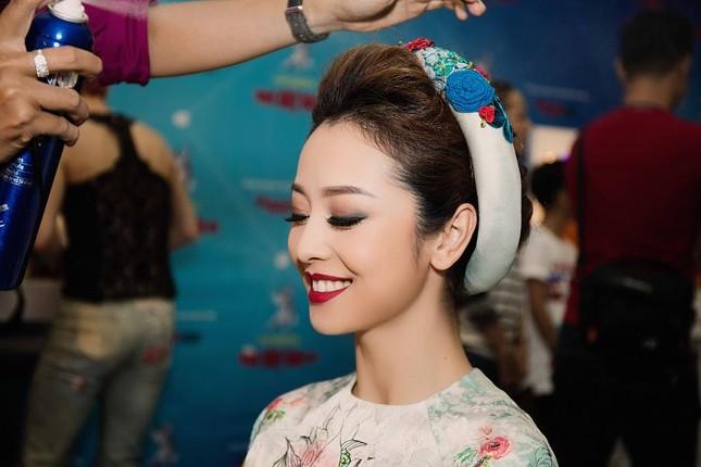 Jennifer Phạm mặc áo dài 'đọ sắc' Lâm Chi Khanh ảnh 1