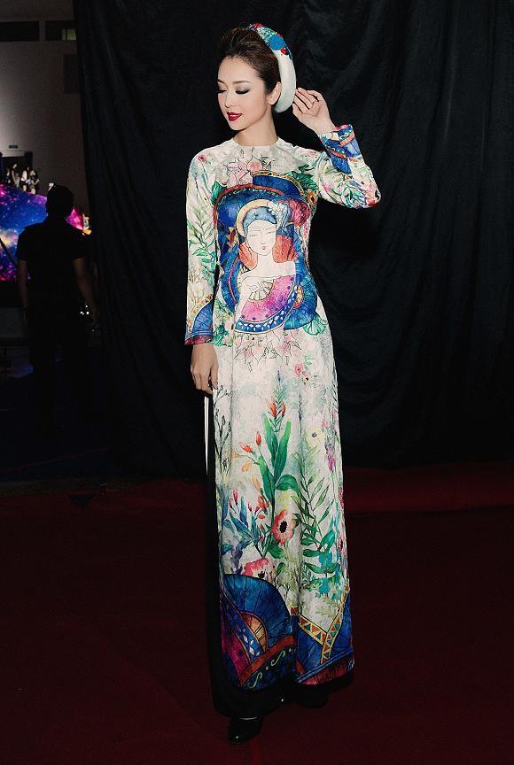 Jennifer Phạm mặc áo dài 'đọ sắc' Lâm Chi Khanh ảnh 2