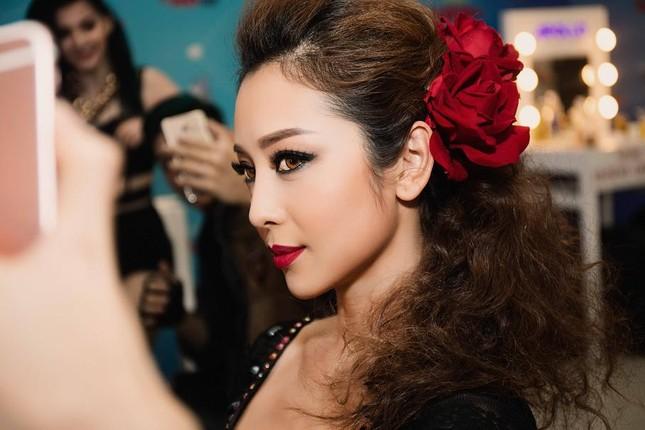 Jennifer Phạm mặc áo dài 'đọ sắc' Lâm Chi Khanh ảnh 7
