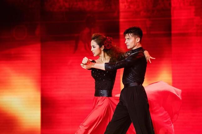 Jennifer Phạm mặc áo dài 'đọ sắc' Lâm Chi Khanh ảnh 8