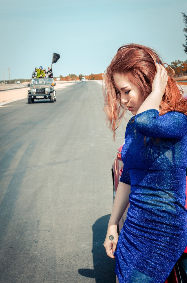 Hương Tràm lái siêu xe, hôn trai đẹp trong MV mới ảnh 5