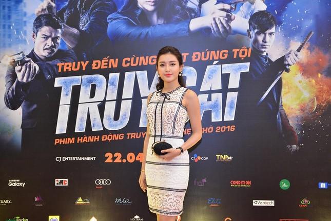 Á hậu Huyền My, Tú Anh đọ dáng cùng dàn sao phim 'Truy sát' ảnh 1