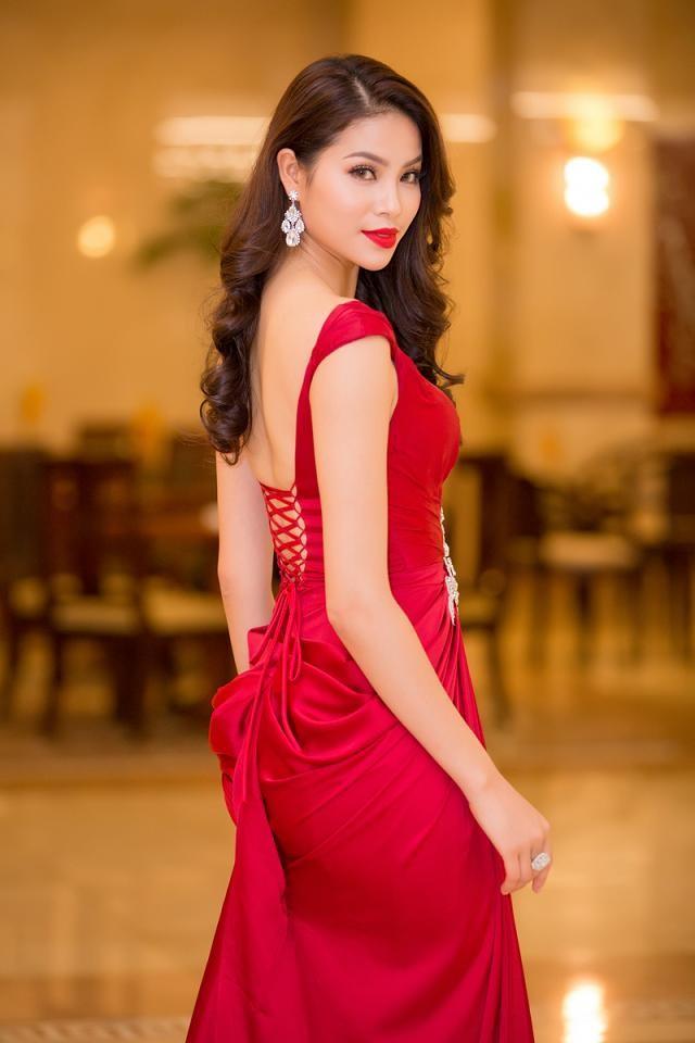 """Phạm Hương được vinh danh là """"Người phụ nữ của năm"""" ảnh 3"""
