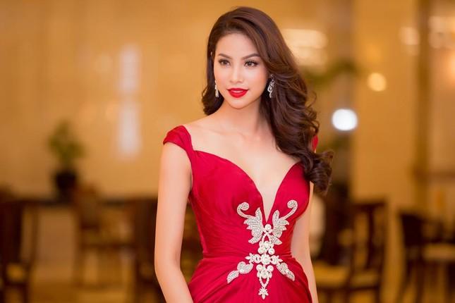 """Phạm Hương được vinh danh là """"Người phụ nữ của năm"""" ảnh 2"""