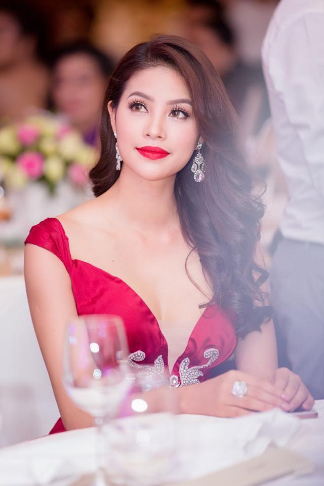 """Phạm Hương được vinh danh là """"Người phụ nữ của năm"""" ảnh 4"""