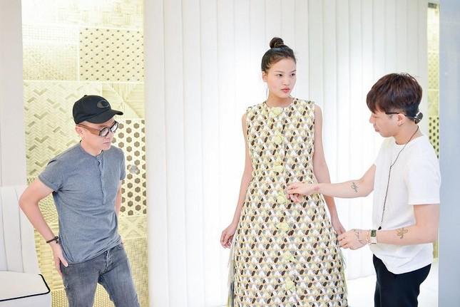 Á hậu Thúy Vân làm vedette của nhà thiết kế Công Trí ảnh 9