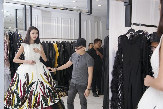 Á hậu Thúy Vân làm vedette của nhà thiết kế Công Trí ảnh 6