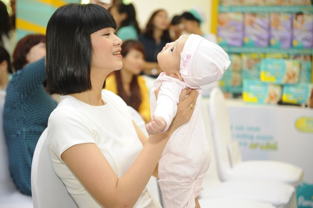 Khánh Thi đưa con trai 9 tháng tuổi đi dự sự kiện ảnh 8