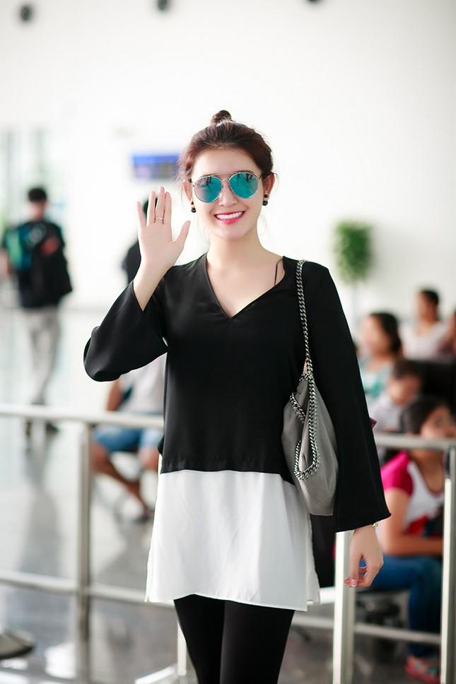 Fan ra sân bay tiễn Á hậu Huyền My đi du học ảnh 4