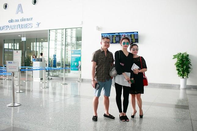 Fan ra sân bay tiễn Á hậu Huyền My đi du học ảnh 3