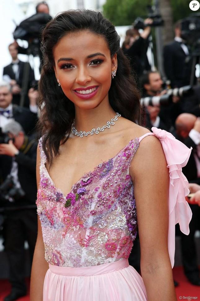 Hoa hậu Pháp khoe sắc trên thảm đỏ Cannes trước khi sang Việt Nam ảnh 3