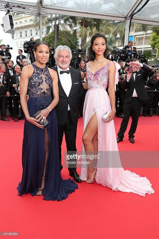 Hoa hậu Pháp khoe sắc trên thảm đỏ Cannes trước khi sang Việt Nam ảnh 7