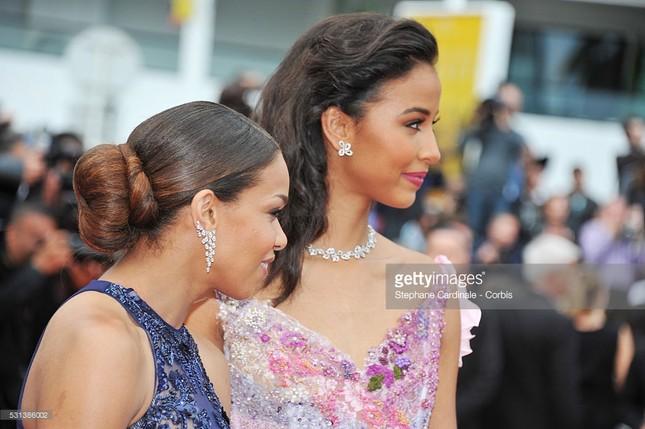 Hoa hậu Pháp khoe sắc trên thảm đỏ Cannes trước khi sang Việt Nam ảnh 6