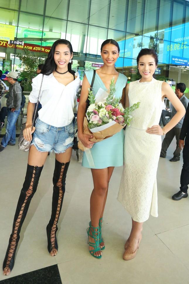 Kỳ Duyên ra sân bay đón Hoa hậu Pháp ảnh 8