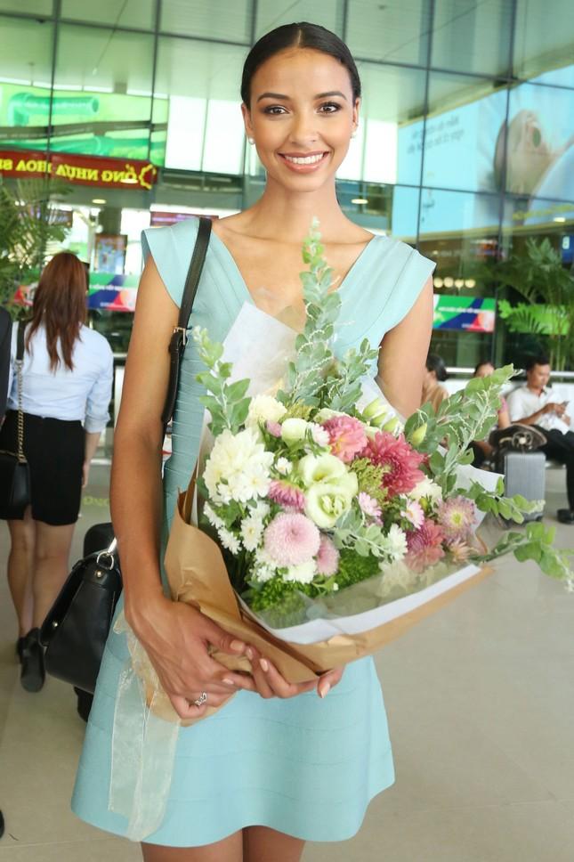 Kỳ Duyên ra sân bay đón Hoa hậu Pháp ảnh 7