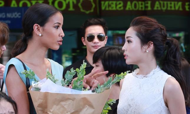 Kỳ Duyên ra sân bay đón Hoa hậu Pháp ảnh 5